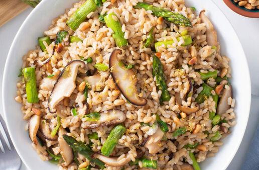 Pilaf de arroz integral con hongos shiitake y piñones