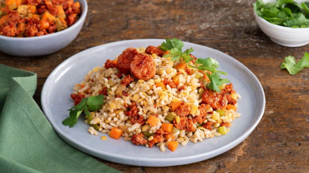 Arroz integral con lentejas, chorizo y verduras