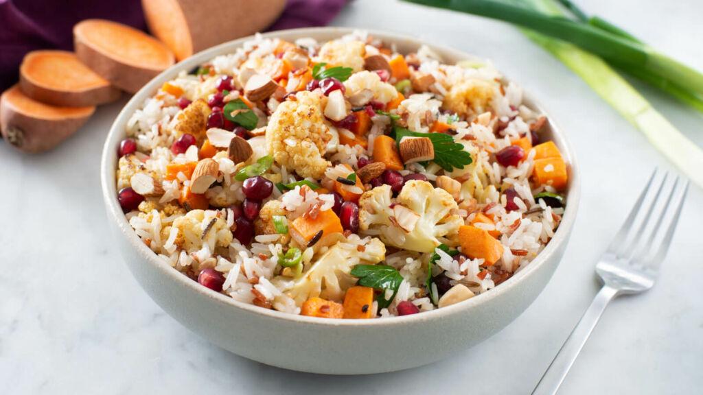 Ensalada de arroz jazmin, arroz salvaje rojo y verduras