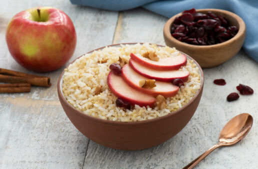 breakfast-rice-bowl-with-apples-jasmine-rice-and-quinoa-with-raisins