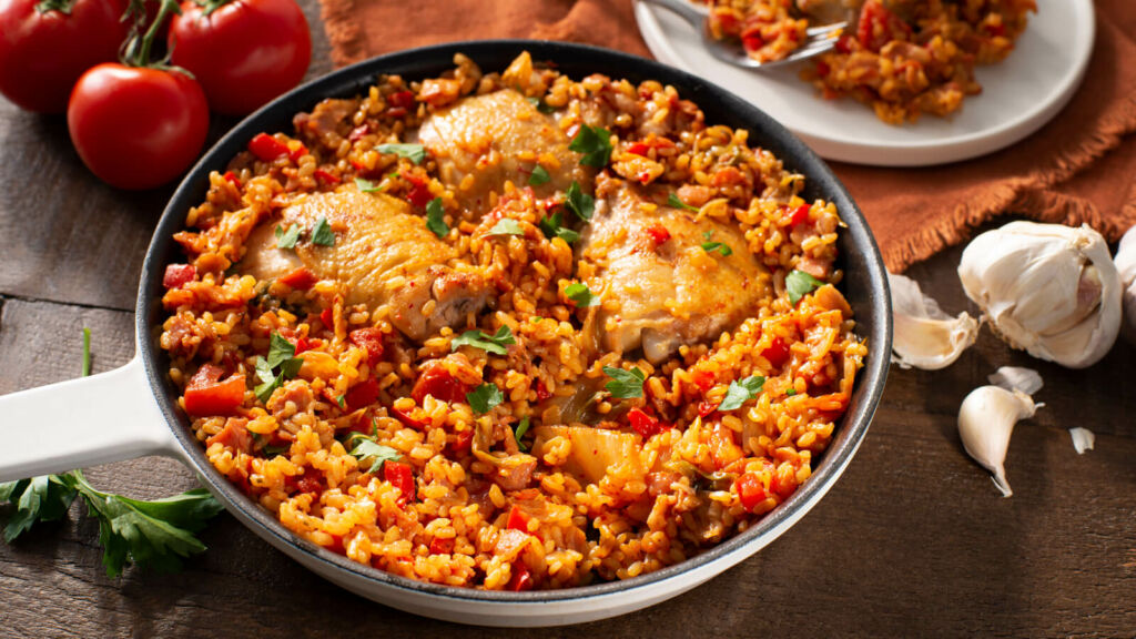 Paella with bacon, kimchi and chicken thighs