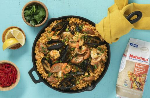 Traditional-Paella-Dish-with-Parboiled-Rice-Mussels-Shrimp-and-Spanish-Chorizo
