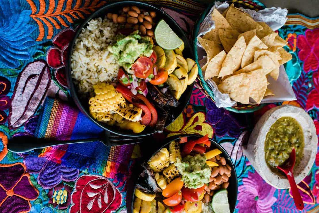 Burrito rice bowl con vegetales asados
