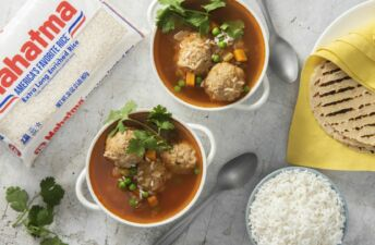 Chicken-albondigas-with-white-rice-and-soft-tortillas