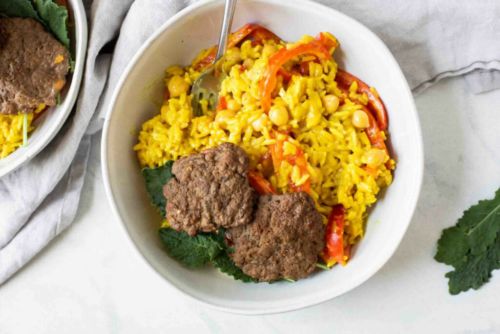 Curry jasmine rice with beef burger patties, vegetables and kale