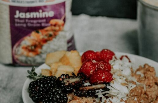 Easy_Spiced_Breakfast_Rice_Bowl_berries