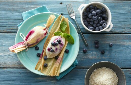 Sweet-rice-tamales-with-blueberries-and-cream-cheese