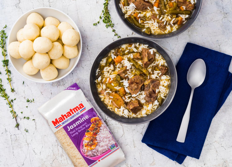 Fufu con sopa y arroz jazmín