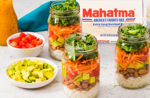 white-rice-salad-in-a-mason-jar-with-pinto-beans-avocado-tomatoes-carrots-kale-and-Italian-dressing